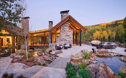 Two Creeks Residence natural green stone house design